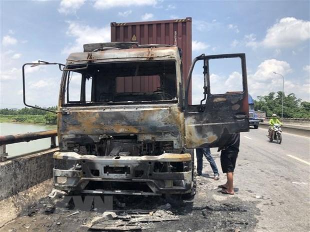 Ninh Thuận: Xe chở hàng cháy rụi, Quốc lộ 1A ách tắc nhiều giờ Ảnh 1