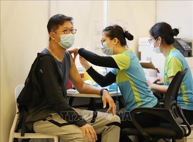 Hong Kong mở rộng đối tượng tiêm chủng ngừa COVID-19 Ảnh 1