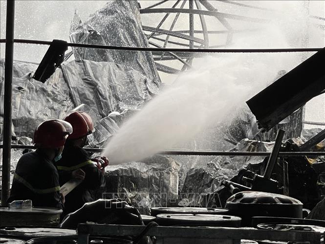 Khống chế kịp thời đám cháy tại Công ty Sơn TOA Việt Nam Ảnh 1