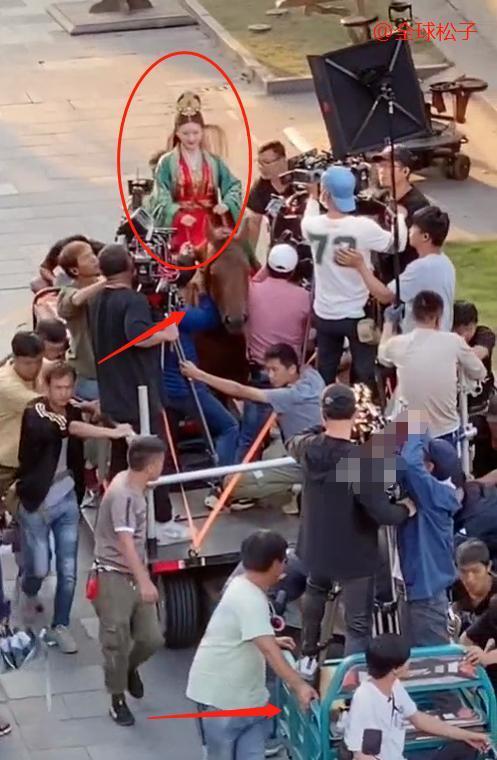 Triệu Lộ Tư quay một phân đoạn phim cần đến hơn 20 nhân viên của đoàn Ảnh 2