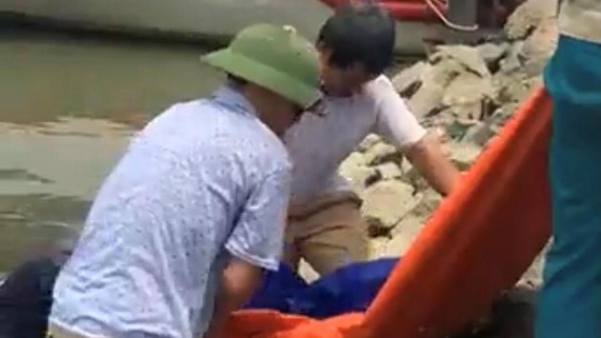 Thi thể người phụ nữ dạt vào bờ sông Lam, không giấy tờ tùy thân Ảnh 1
