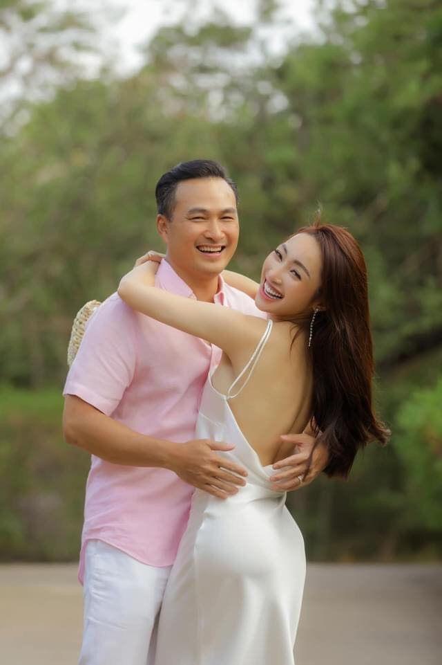 Khoảnh khắc diễn viên Chi Bảo tình tứ bên vợ kém 16 tuổi Ảnh 1