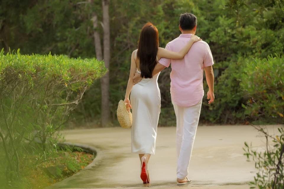 Khoảnh khắc diễn viên Chi Bảo tình tứ bên vợ kém 16 tuổi Ảnh 7