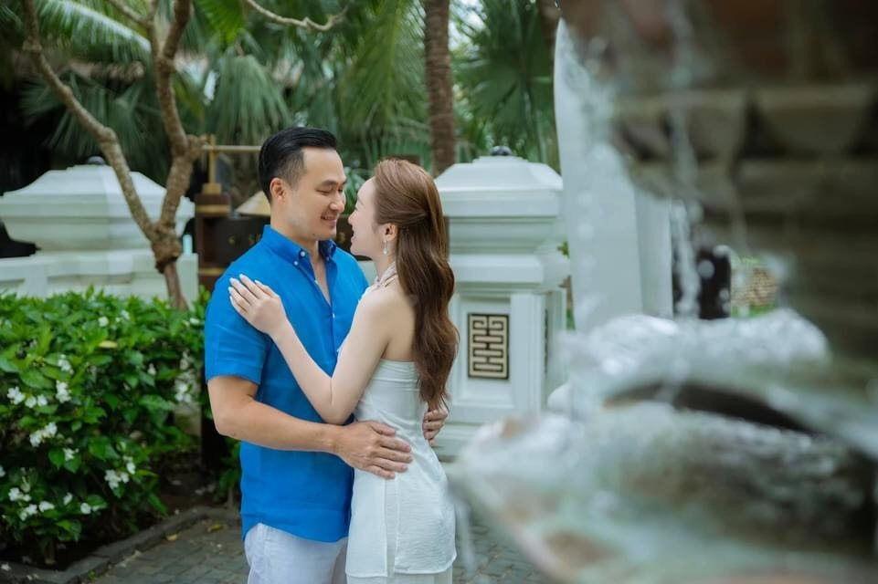 Khoảnh khắc diễn viên Chi Bảo tình tứ bên vợ kém 16 tuổi Ảnh 9