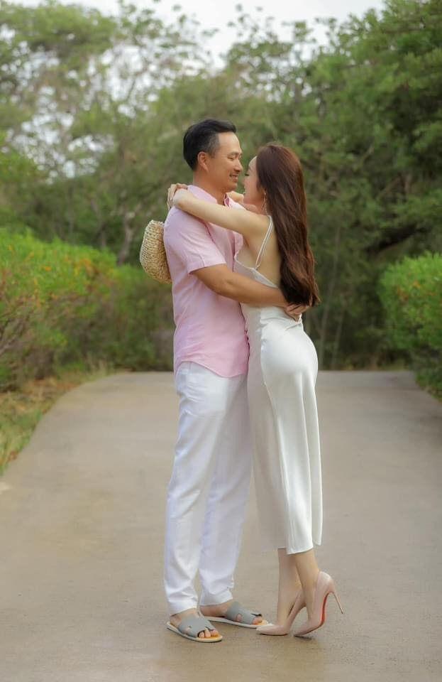 Khoảnh khắc diễn viên Chi Bảo tình tứ bên vợ kém 16 tuổi Ảnh 4