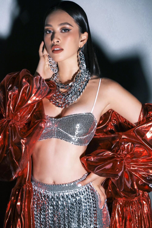 Chao đảo với đôi 'gò bồng đảo' bốc lửa của Hoa hậu Tiểu Vy trong set đồ all black Ảnh 5