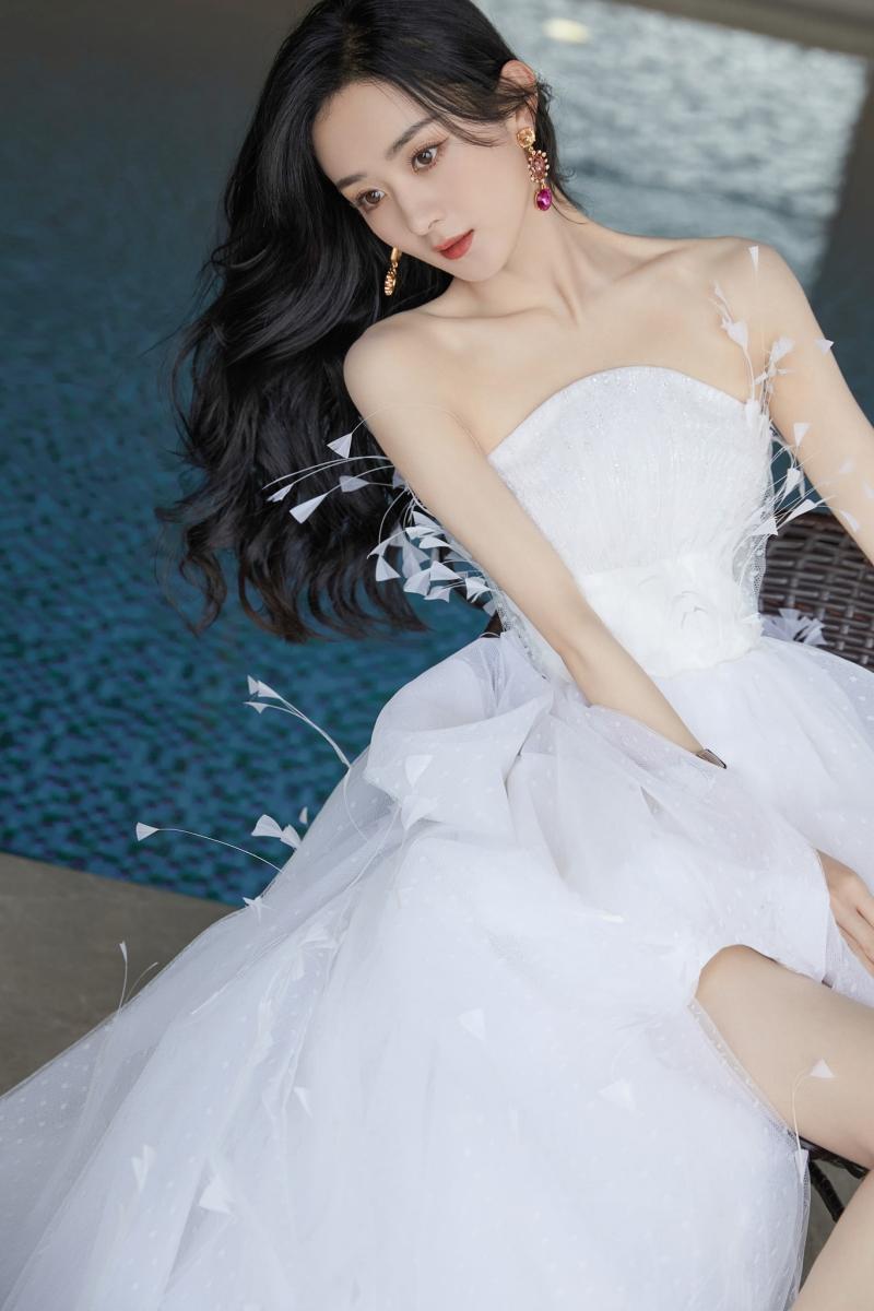Diện váy ngắn dòng Haute Couture dự sự kiện, Triệu Lệ Dĩnh 'gây bão' với đôi chân cực nuột Ảnh 7