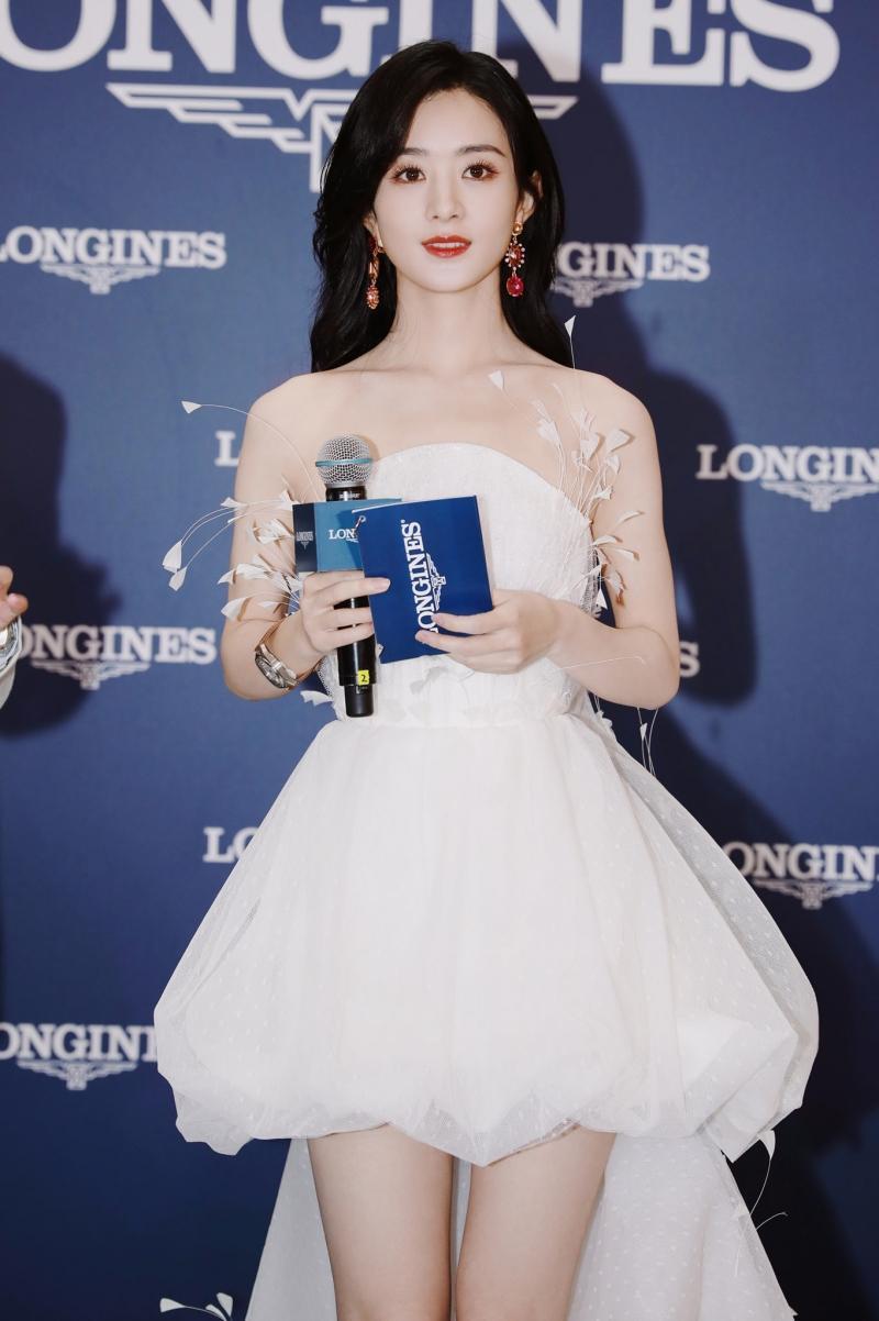 Diện váy ngắn dòng Haute Couture dự sự kiện, Triệu Lệ Dĩnh 'gây bão' với đôi chân cực nuột Ảnh 4