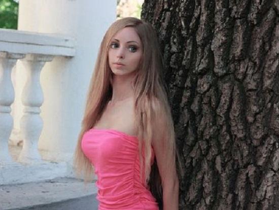 Cô gái giống búp bê Barbie như đúc mà không cần 'dao kéo' Ảnh 2