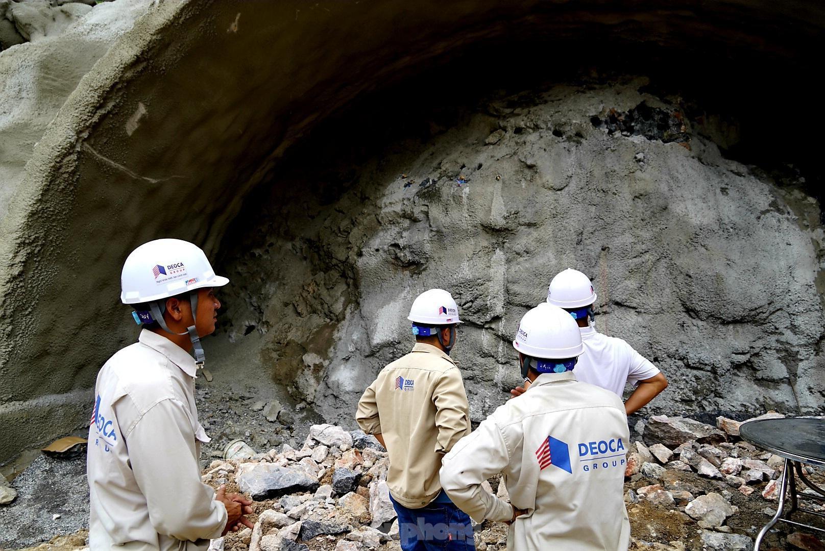 Trên công trường đường hầm xuyên núi đá vịnh Hạ Long Ảnh 3