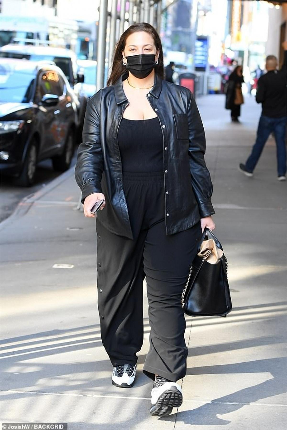 'Người mẫu ngoại cỡ' Ashley Graham diện đồ hiệu đến dự sự kiện thời trang Ảnh 3