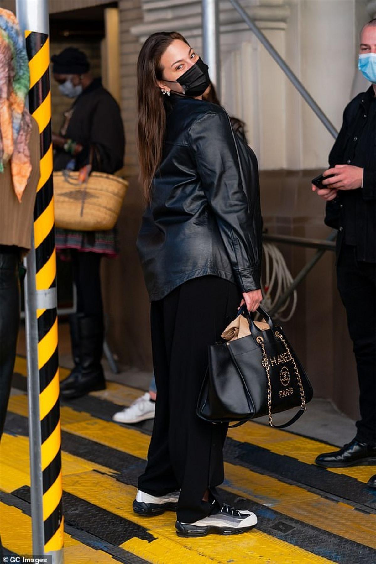 'Người mẫu ngoại cỡ' Ashley Graham diện đồ hiệu đến dự sự kiện thời trang Ảnh 2