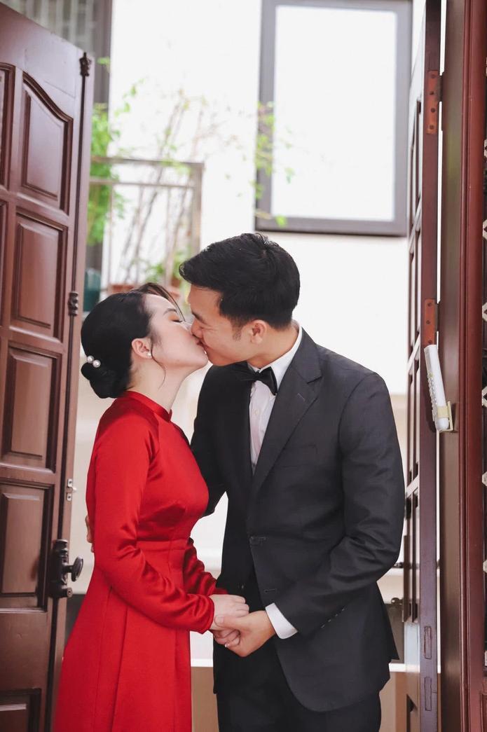 Xuân Trường video call cho vợ sắp cưới, biểu cảm của 'đằng kia' mới chiếm trọn spotlight Ảnh 3