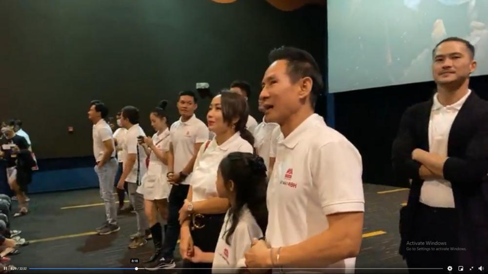 Hàng trăm khán giả vây kín Lý Hải tại rạp chiếu 'Lật mặt: 48H': Người Việt ủng hộ phim Việt! Ảnh 4