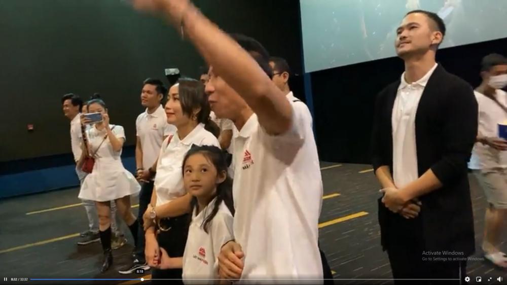 Hàng trăm khán giả vây kín Lý Hải tại rạp chiếu 'Lật mặt: 48H': Người Việt ủng hộ phim Việt! Ảnh 5