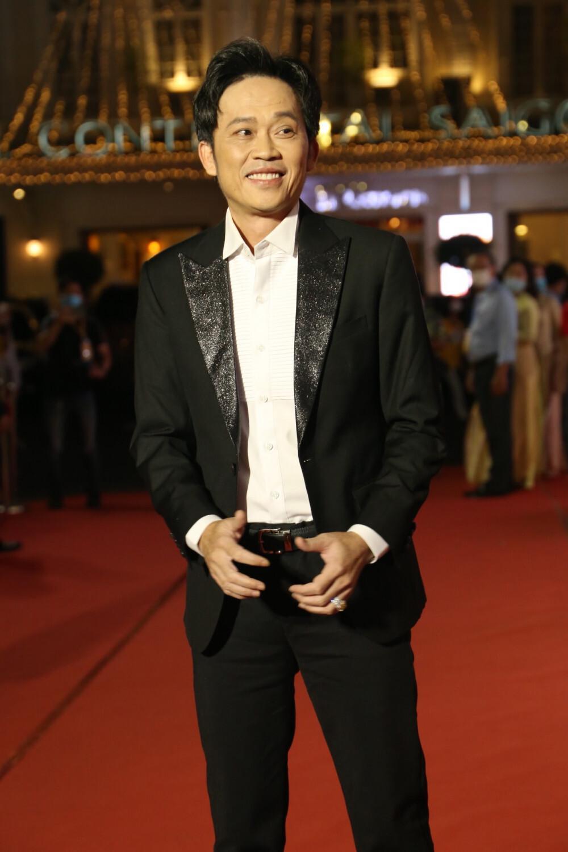 Chỉ sau 3 tháng, kênh Yotube Hoài Linh đạt 1 triệu đăng kí: Nút bạc chưa về lại nhận tiếp nút vàng Ảnh 7