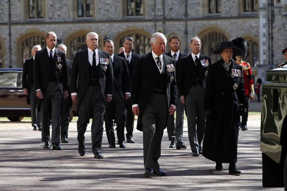 Meghan gửi thiệp tay, vòng hoa tới lễ tang Hoàng thân Philip Ảnh 2