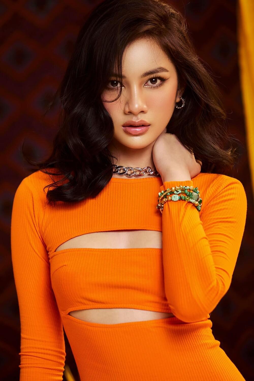 Úp mở thi Miss Universe Vietnam, tình trẻ của chồng cũ Lệ Quyên tung bộ ảnh khoe body gợi cảm Ảnh 2