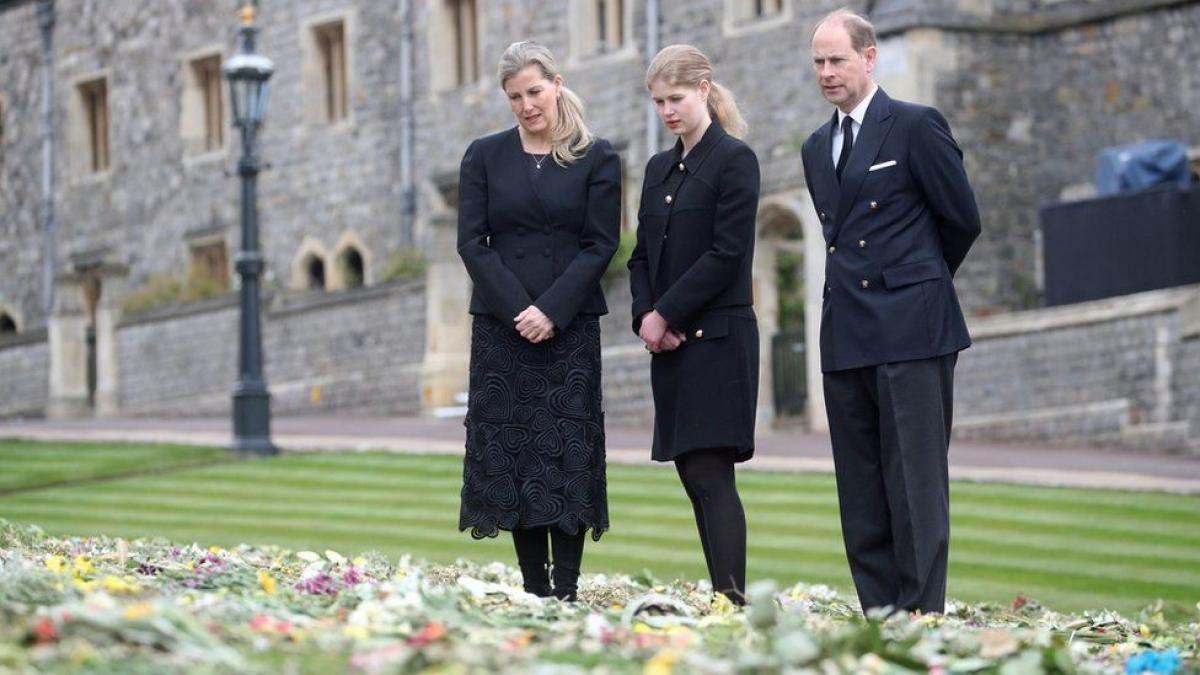 Người dân Anh tưởng nhớ Hoàng thân Philip Ảnh 1