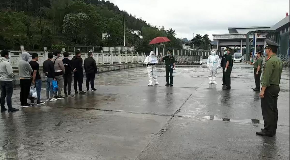 Cao Bằng trao trả 10 công dân Trung Quốc nhập cảnh trái phép vào Việt Nam Ảnh 1