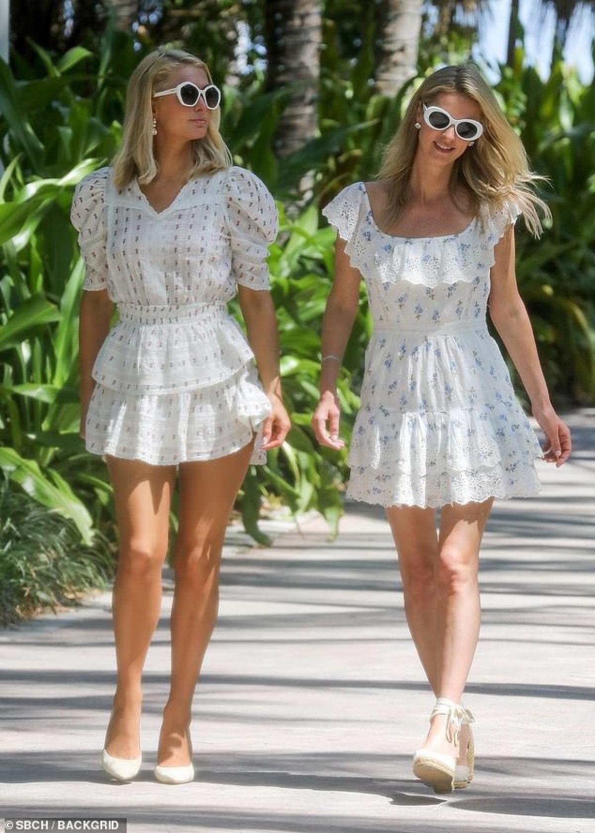Em gái Paris Hilton thưởng thức cafe nóng hổi khi đi dạo phố Ảnh 4