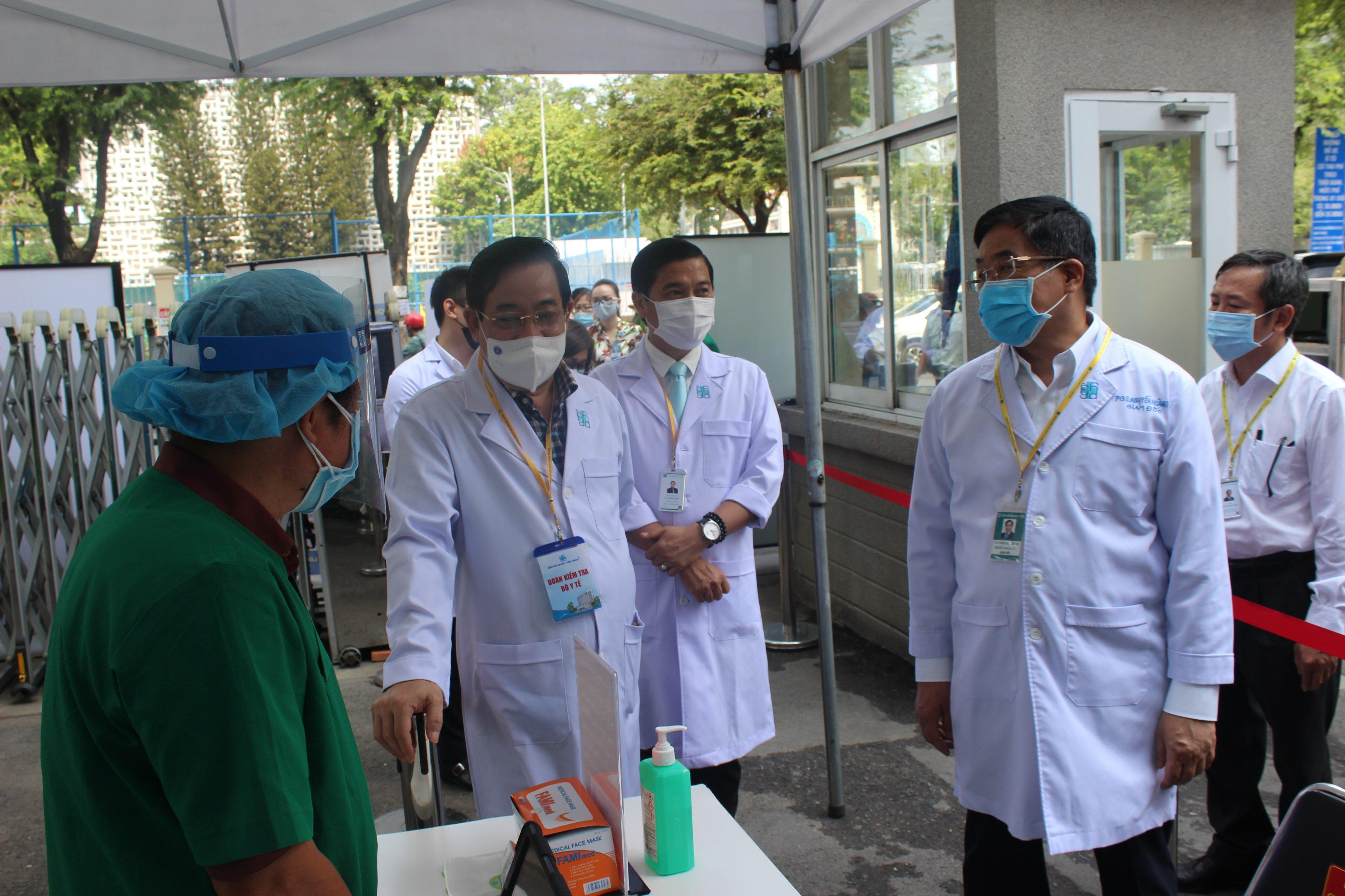 Giả định có ca COVID-19 để kiểm tra cách xử trí tại bệnh viện tiếp nhận người khám lớn nhất Việt Nam Ảnh 2