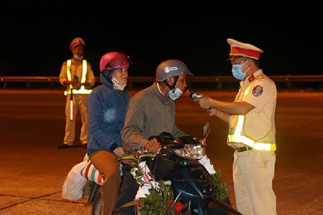 Đắk Nông: CSGT xử phạt 300 'thần men' hơn 800 triệu đồng Ảnh 1