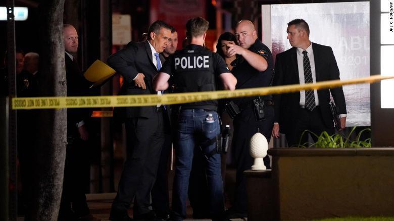 Nước Mỹ có 45 vụ xả súng hàng loạt trong một tháng Ảnh 1
