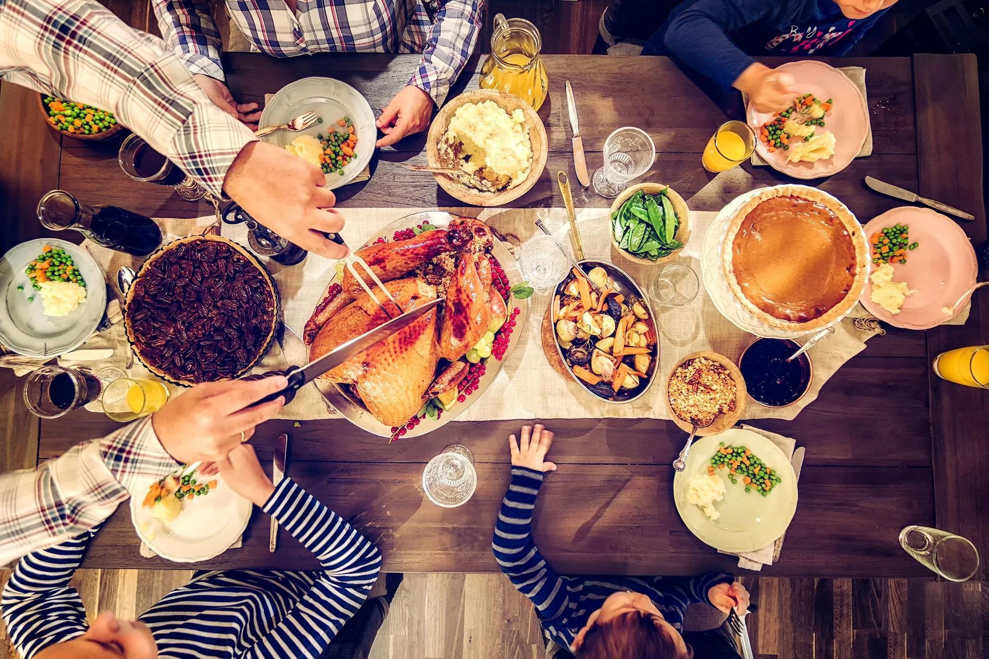 Sai lầm khi ăn tối có thể gây hại sức khỏe Ảnh 1