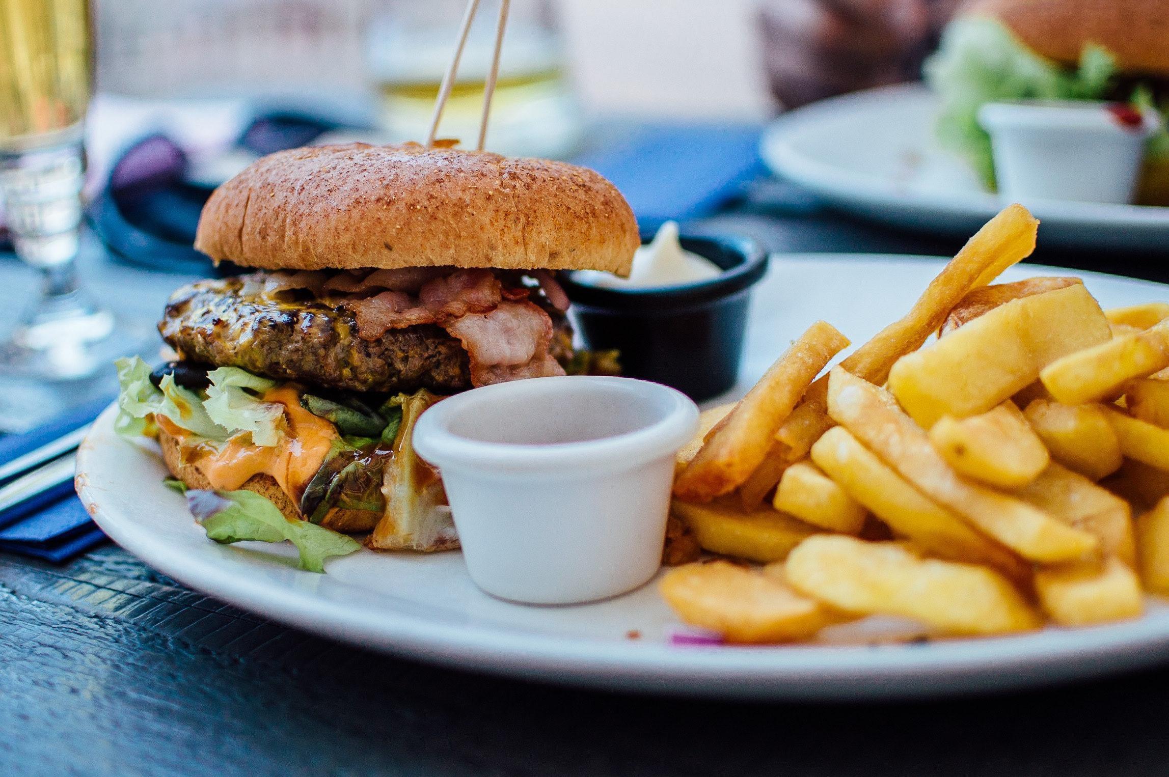 Sai lầm khi ăn tối có thể gây hại sức khỏe Ảnh 2