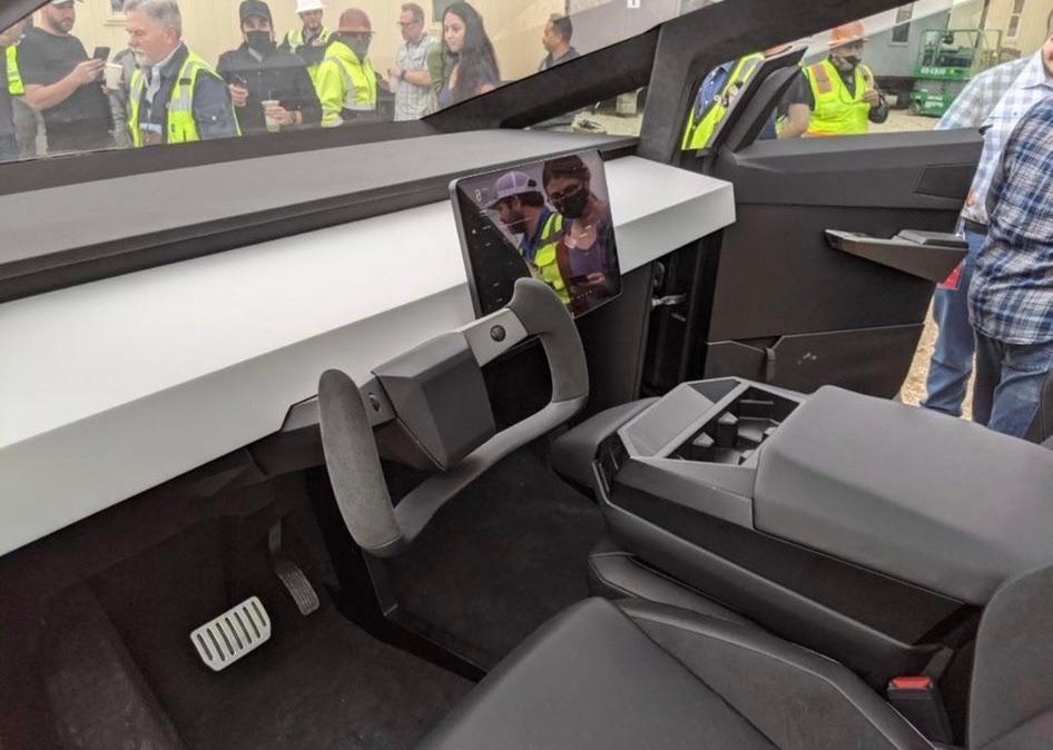 Elon Musk lái Cybertruck đến nhà máy Tesla ở Texas Ảnh 2