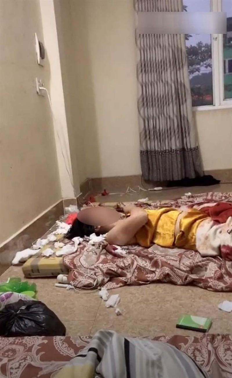 Xôn xao cô gái trẻ thất tình, nằm giữa phòng liên tục dùng tay đấm ngực Ảnh 2