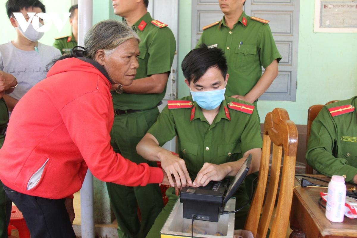 Nhiều huyện miền núi Quảng Nam hoàn thành cấp căn cước công dân Ảnh 3