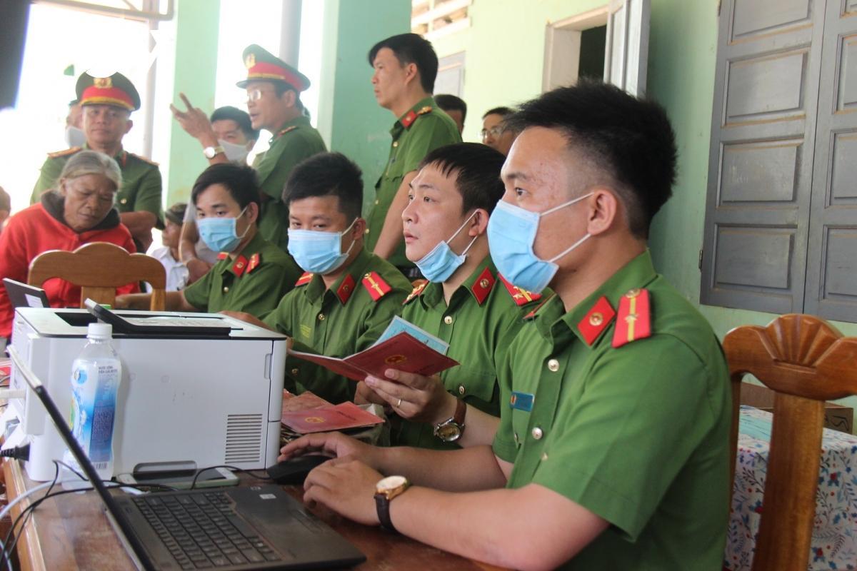Nhiều huyện miền núi Quảng Nam hoàn thành cấp căn cước công dân Ảnh 2