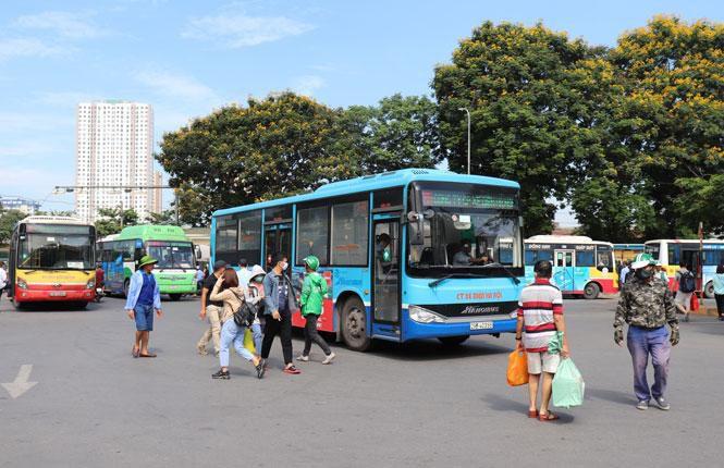Phục vụ hơn 10.000 lượt xe buýt mỗi ngày dịp Giỗ Tổ Hùng Vương và lễ 30-4, 1-5 Ảnh 1
