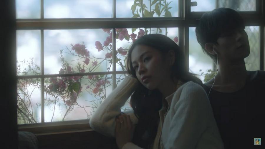 Phí Phương Anh lại gây tranh cãi khi 'bê' nguyên hình ảnh của Trịnh Sảng vào MV mới Ảnh 1