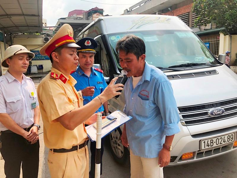 Hà Nội lập 'chốt' kiểm tra tài xế sử dụng bia, rượu Ảnh 1