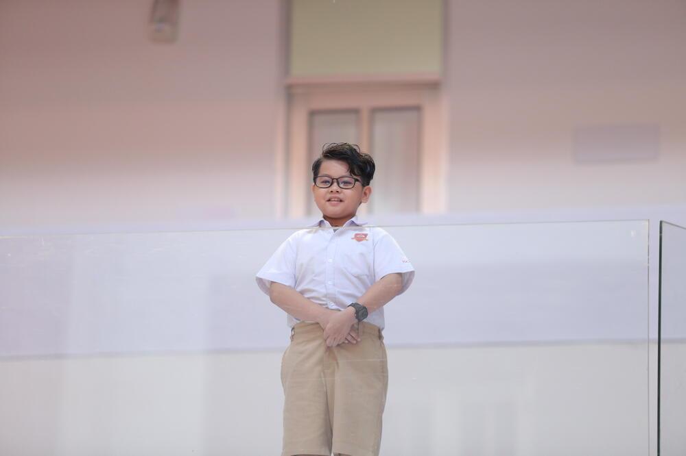 Cậu bé tiểu học đong đầy niềm tự hào về 'người ba siêu nhân' trên bục dũng khí của Thiếu Niên Nói 2021 Ảnh 1