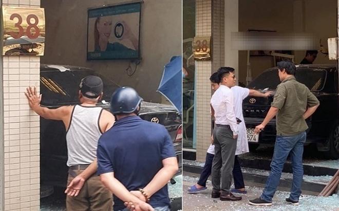 Xe Camry tông thẳng phòng khám nha khoa trên phố Hà Nội Ảnh 1