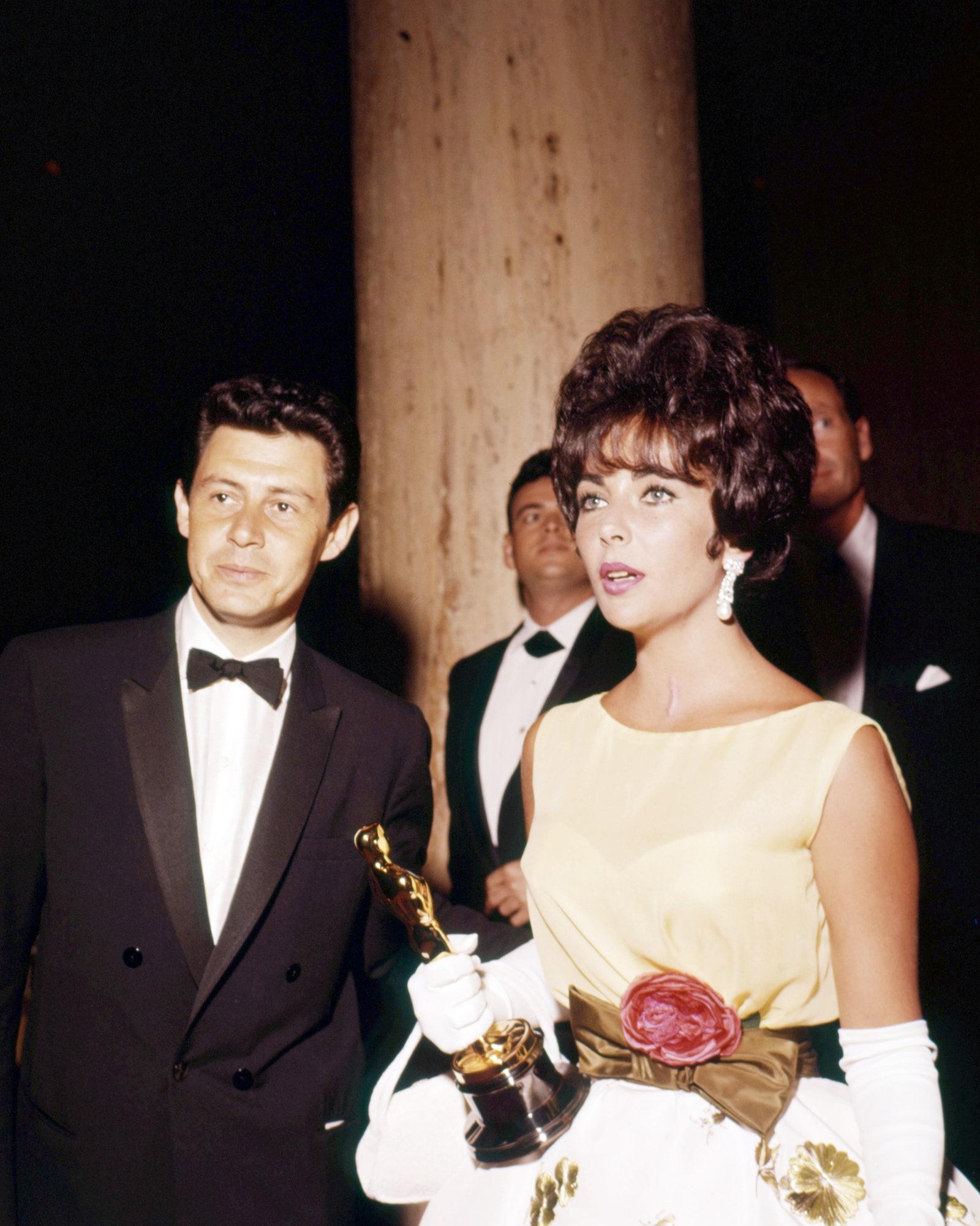 Những cặp tình nhân mặc đẹp trên thảm đỏ Oscar Ảnh 1