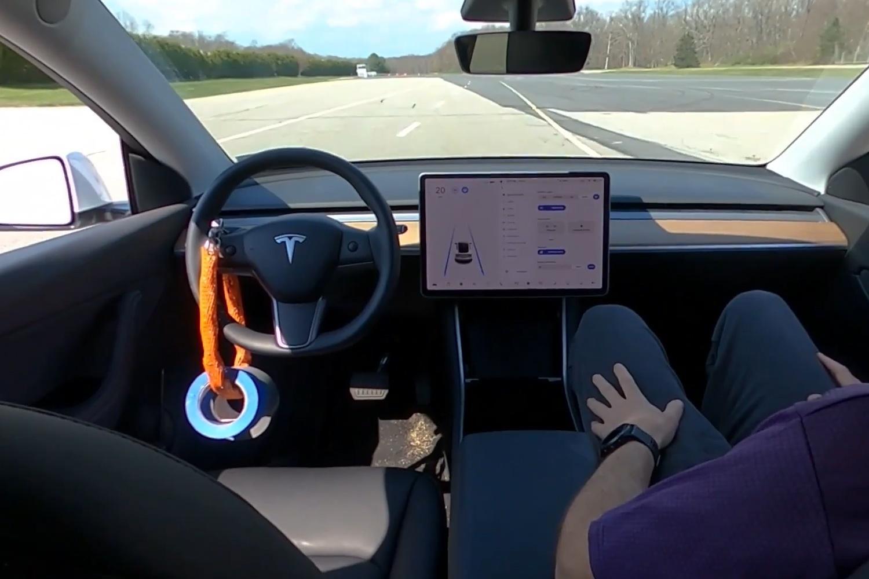 Chức năng tự lái của xe Tesla bị phát hiện có lỗ hổng chết người Ảnh 1
