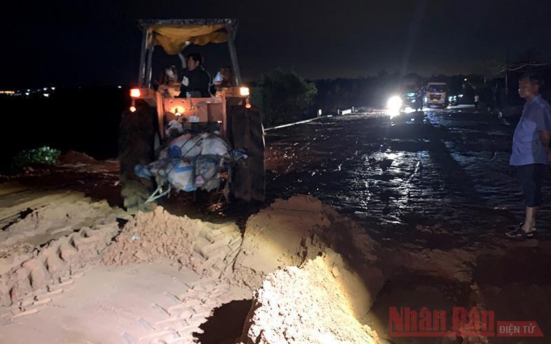 Mưa lớn gây sạt lở một số tuyến đường ở Mũi Né và Hòa Thắng Ảnh 6