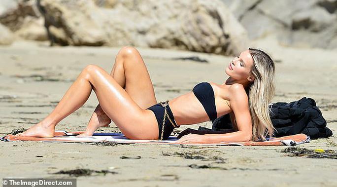 'Thiên thần nội y' Joy Corrigan đẹp hút mắt với bikini Ảnh 6