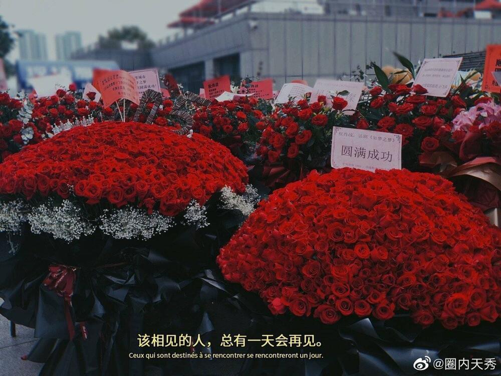 Một 'rừng hoa' của fan gửi trước nhà hát để chúc mừng Tiêu Chiến với vai diễn thành công rực rỡ Ảnh 6