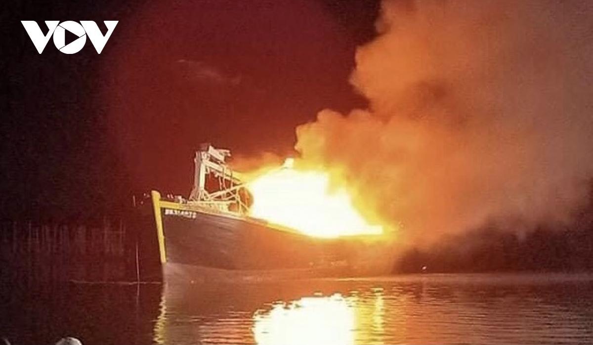 Hai tàu cá cháy rụi trong đêm ở Bà Rịa – Vũng Tàu Ảnh 1