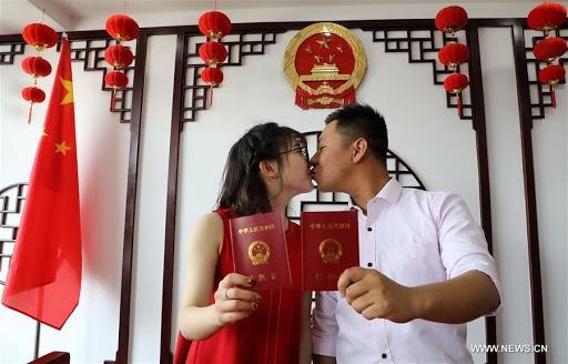 Người phụ nữ Trung Quốc phát hiện mình 'đã chết' trên hộ khẩu Ảnh 1