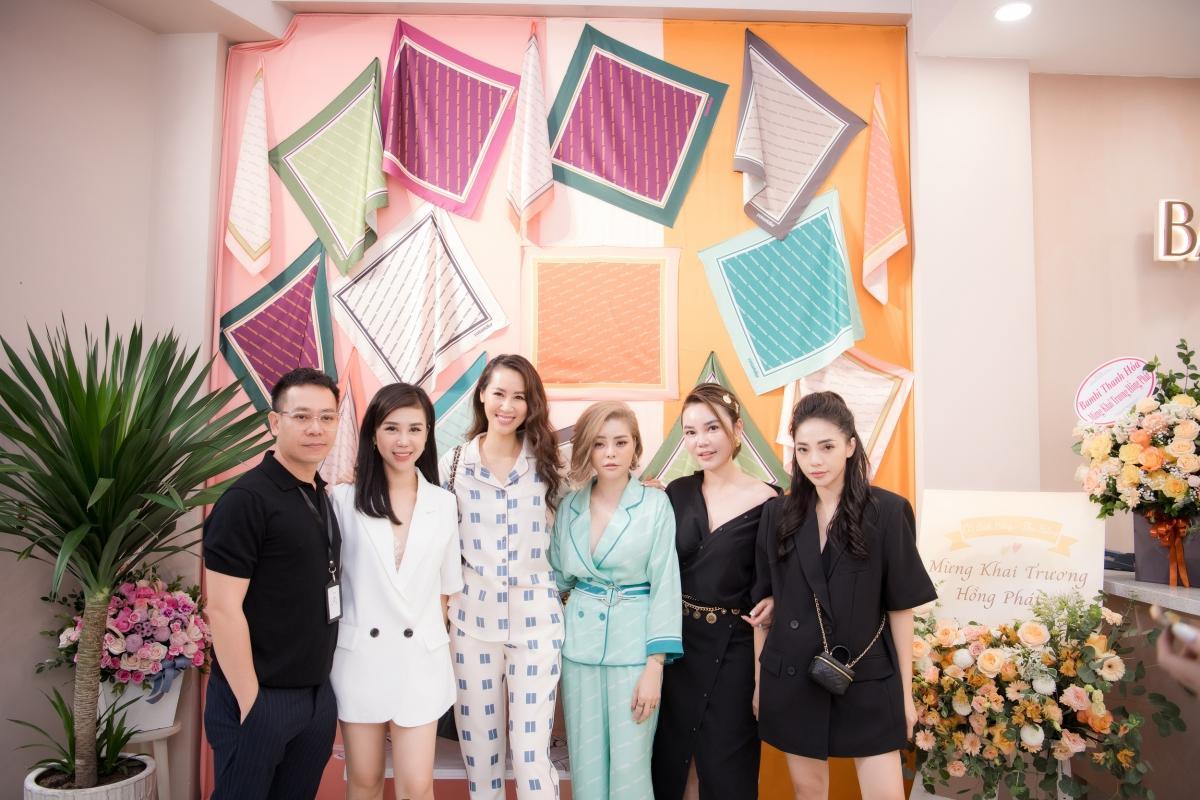 Lương Thu Trang, Dương Thùy Linh nổi bật trong pijama của NTK Thu Yến Ảnh 1