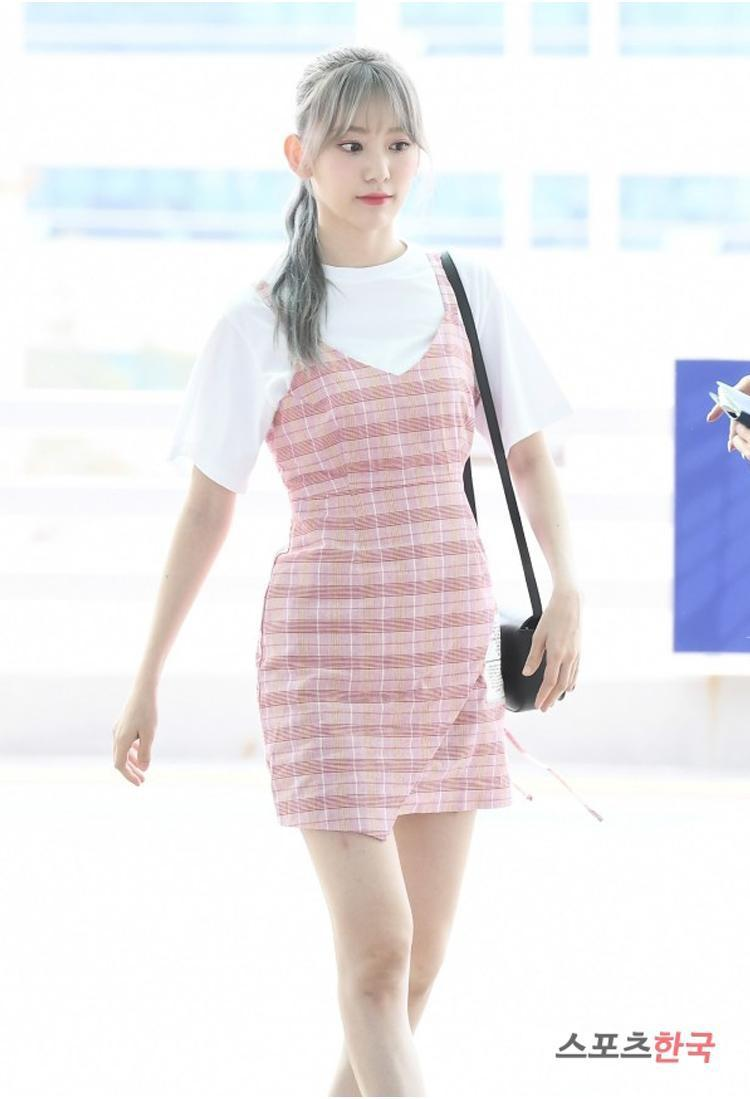 Nhìn style của Sakura trước và sau khi gia nhập IZ*ONE mới thấy stylist xứ Hàn quá giỏi Ảnh 7