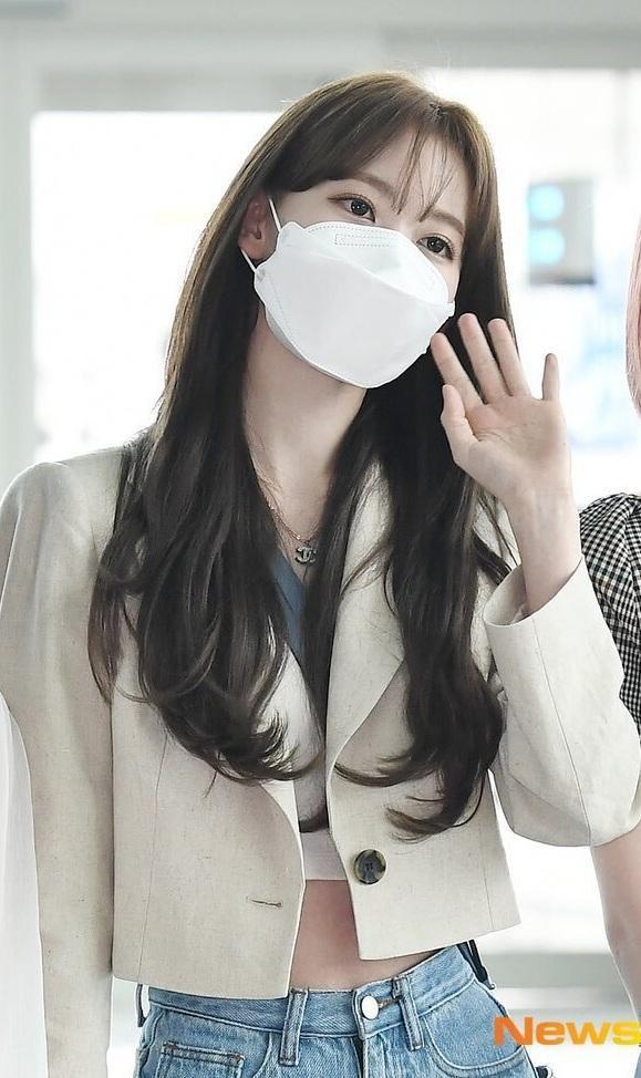 Nhìn style của Sakura trước và sau khi gia nhập IZ*ONE mới thấy stylist xứ Hàn quá giỏi Ảnh 10