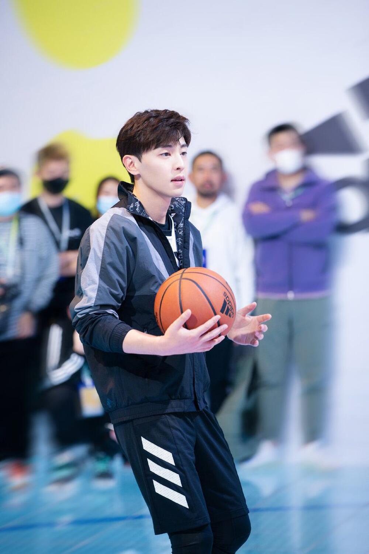 Top 10 nam diễn viên hàng đầu Hoa ngữ (P2): Không thể thiếu Tiêu Chiến - Nhất Bác! Ảnh 2